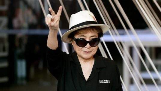 Yoko Ono, enfin désignée officiellement co-auteure du tube « Imagine » avec John Lennon